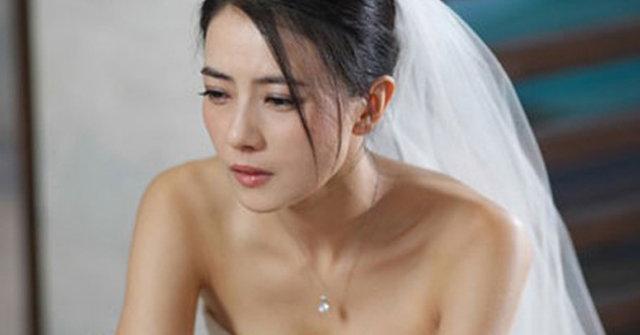 Hoảng hồn thấy con đứng trước phòng cưới, tôi rơi nước mắt khi biết người đưa bé tới