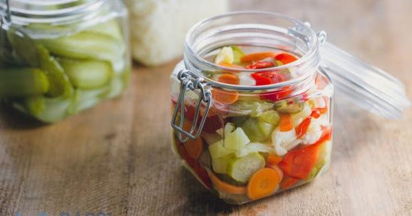 Người có dạ dày không tốt nên tránh ăn uống gì trong mùa Tết này để tránh làm hỏng cuộc vui?