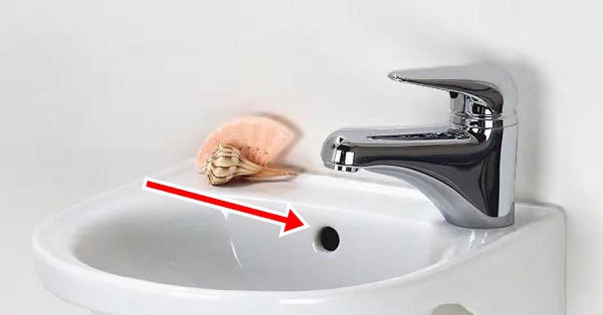 Phía trên chậu rửa mặt luôn có một lỗ nhỏ, biết công dụng chắc chắn sẽ làm bạn ngạc nhiên