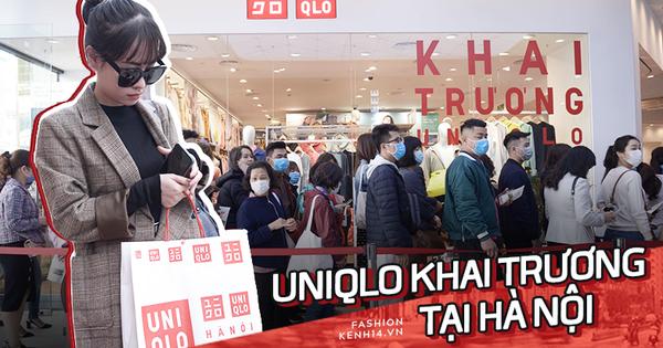 """UNIQLO khai trương tại Hà Nội: Cực nhiều món đẹp xịn giá 249k - 499k khiến khách mua nhiều bill """"khủng"""", xếp hàng ngày một đông"""