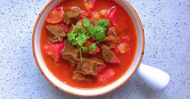 Thịt bò hầm cà chua vừa làm canh, vừa có súp thơm lừng cả bếp