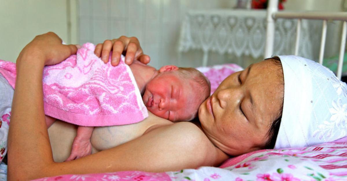 Mất 9 đứa con chưa chào đời, mẹ òa khóc ngày sinh bé thứ 10