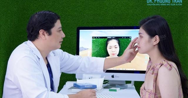 Ca nâng mũi sụn sườn thứ 2.000 của bác sĩ Trần Phương