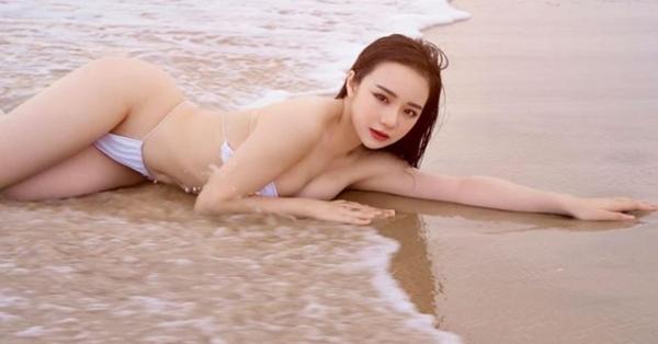 """Hot girl """"Nóng cùng World Cup"""" bị xóa kênh Youtube bơi như cá để giữ dáng sexy"""