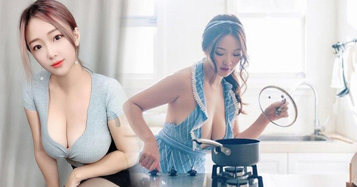 Áo quần cất đi cho mới, hot girl chỉ diện mỗi chiếc tạp dề vào bếp trổ tài