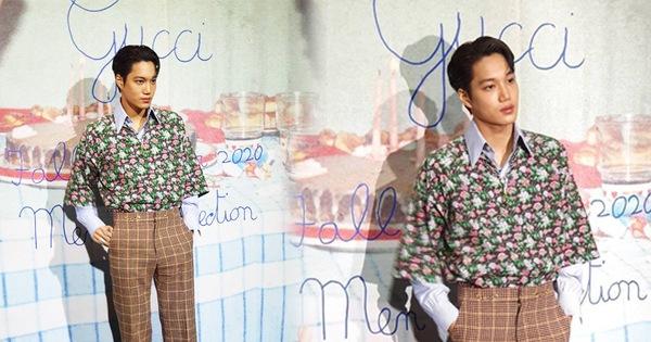 Góc tức dùm: Kai đẹp trai thế này nhưng sự chú ý của fan lại chỉ dành cho tấm backdrop viết ẩu của Gucci mà thôi!