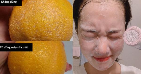 Thí nghiệm làm sạch bong kin kít vỏ cam sẽ khiến chị em muốn tậu ngay một chiếc máy rửa mặt để nâng cấp làn da