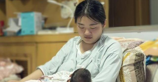 """Sau sinh, 3 điều thay đổi ở phụ nữ dễ gây """"sứt mẻ"""" tình cảm vợ chồng"""