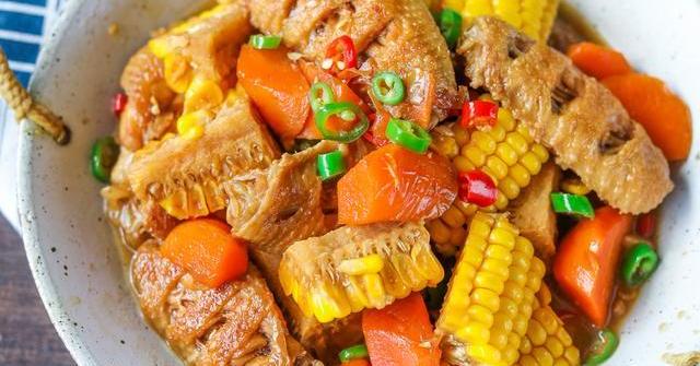 Cánh gà rán ăn mãi cũng chán, đem kho với mấy thứ này lại được món ngon hiếm có