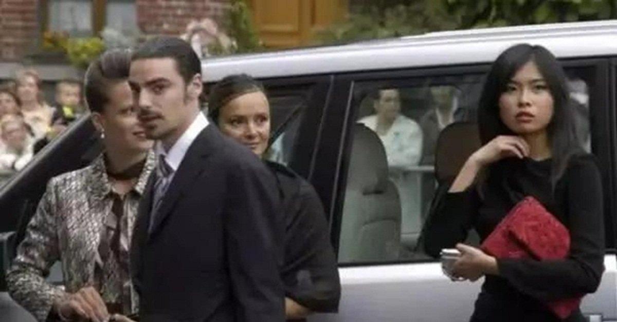 Cô gái thường dân gặp hoàng tử Bỉ khi đang bán hàng, cưới về một bước thành Vương phi