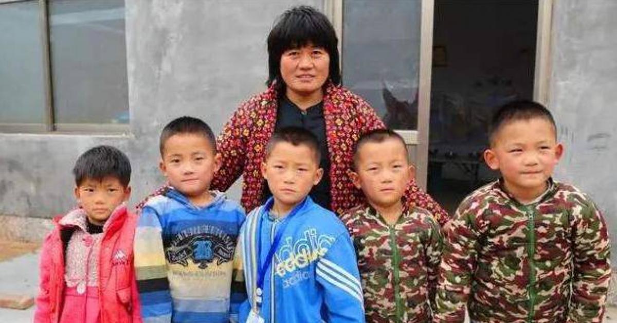 Bà mẹ U40 sinh 5, nhìn hình ảnh 5 đứa trẻ hiện tại ai cũng choáng váng
